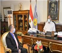 محافظ أسيوط يلتقي عميد معهد جنوب مصر للأورام