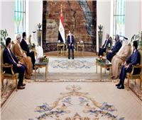 البرلمان العربي يمنح الرئيس السيسي «وسام القائد»  صور