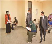 رئيس جامعة الوادى الجديد يتابع امتحانات الفصل الدراسى الثانى| صور