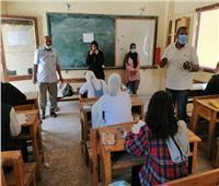 وكيل «تعليم أسوان» يشكل لجنة لمراجعة امتحان اللغة الإنجليزية للشهادة الإعدادية