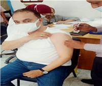 رئيس مدينة ملوى يتلقى لقاح كورونا.. ويحث المواطنين على سرعة التسجيل