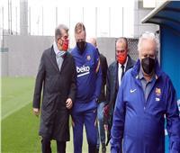 لابورتا يعلن استمرار كومان في برشلونة