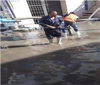 العناني يتابع إصلاح كسر بخط المياه الرئيسي بالإسماعيلية