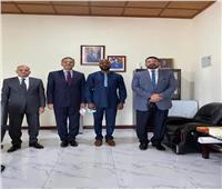 سفيرنا في «مونروفيا» يلتقي رئيس الاستثمار الليبيري