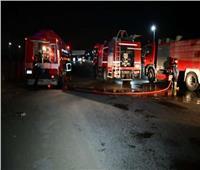 اشتعال النيران في سيارة نقل محملة بمواد محجرية بالمنيا