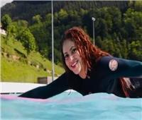 شاكيرا تقضي عطلتها الصيفية بركوب الأمواج |فيديو