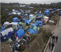 فرنسا تفكك مخيمًا للاجئين شمالي البلاد