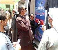 سيارات متنقلة لتطعيم المواطنين بلقاح كورونا في قرى أسيوط