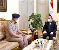 الرئيس السيسي يستقبل وزير الدفاع.. صوروفيديو