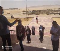 رئيس جامعة الوادي الجديد يتابع نقل الطلاب لمقار لجانهم بالمقر الجديد