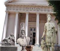 ما فكرة سيناريو العرض للمتحف اليوناني الروماني بالإسكندرية؟