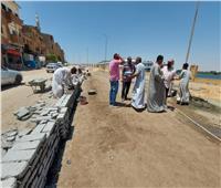 رصف طريق طراد النيل بإسنا وعدد من الشوارع الرئيسية