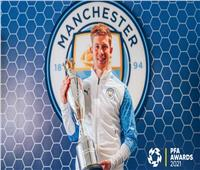 دي بروين يتوج بجائزة لاعب العام في البريميرليج.. وفودين أفضل لاعب شاب