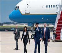 «مشكلة فنية» في طائرة نائبة الرئيس الأمريكي تفسد أول زيارة خارجية لها