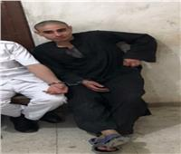 قاتل أسرته بسوهاج خلال تمثيل الجريمة: «إيه اللي حصل وفين أبويا وأمي»