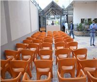 دعم ساحة مركز خدمة المواطنين بالتأمينات بمظلات ومقاعد انتظار