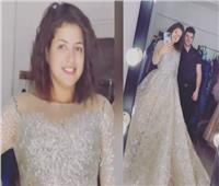 منى فاروق تحير جمهورها بفستان زفاف | فيديو
