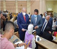 وزيرالتعليم العالي يشيد بالإجراءات الاحترازية بامتحانات جامعة القاهرة| صور