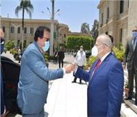 وزير التعليم العالي ورئيس جامعة القاهرة يستعرضان الوضع الحالي للمشروعات الكبرى للجامعة والجدول الزمني لها