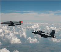اختبار تاريخي.. طائرة بدون طيار تزود مقاتلة بالوقود جوًا   فيديو