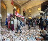 عمال النظافة يقتحمون مبنى إداريا في باريس | صور