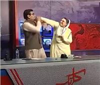 مسؤولة باكستانية تصفع نائبًا على الهواء| فيديو