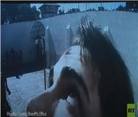 محاولة غريبة للهروب من سجن أمام كاميرات المراقبة  فيديو
