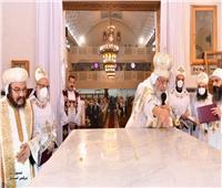 البابا تواضروس يدشن ثلاثة مذابح بكنيسة القديسين بالإسكندرية