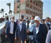 وزير التنمية المحلية يتفقد مشروع مجمع المدارس ببني سويف