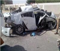 مصرع وإصابة 6 في حادث تصادم 4 سيارات بالطريق الصحراوي