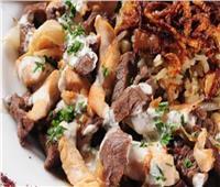 لعاشقات الأكلات الشامية   «فتة الشاورما» باللحمة الذيذة الشهية