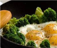 فطارك   البيض بالبروكلي والجبنة في 15 دقيقة