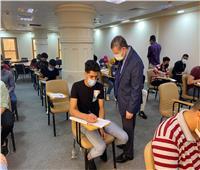 رئيس جامعة مطروح يتفقد لجان الامتحانات بكلية الذكاء الاصطناعي