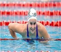 أسترالية تحطم الرقم القياسي العالمي لسباحة 100 متر