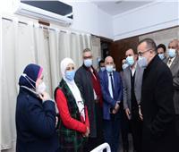 جامعة أسيوط تُعلن انتهائها من تطعيم 3814 فرد بلقاح كورونا
