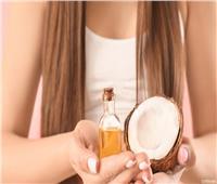 زيت جوز الهند يحمي الشعر من التساقط