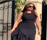 درة تستعرض جمالها بفستان وسيارة  | فيديو