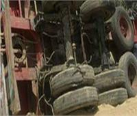 انقلاب سيارة محملة بـ40 طن رمال في المنيا