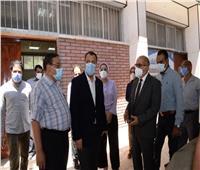 رئيس جامعة أسيوط يتفقد سير الامتحانات بالمستشفى البيطري التعليمي
