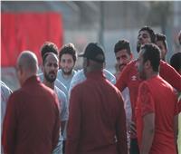 موسيماني يحاضر لاعبي الأهلي ويجتمع بمعاونيه استعدادًا للترجي