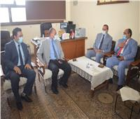 رئيس جامعة سوهاج يجتمع مع جهاز تنمية المشروعات لبحث خطة العمل المقبلة
