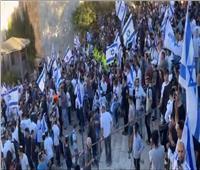 «مسيرة الأعلام» تصل بأعداد مهولة من المستوطنين إلى منطقة باب العامود بالقدس
