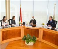«الهجرة» تنظم لقاء للمصرية «ليلى بنس» مع رئيس البورصة