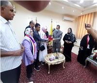 سيدة كفيفة بالعريشتتسلمشقة خاصة هدية من الرئيس السيسي.. فيديو