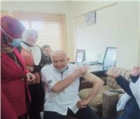 منح ١٠٠ عضو بنقابة المهن الطبية بالمنوفية لقاح كورونا