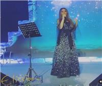 إليسا تبدأ حفلها فى الرياض بأغنية «وحشتونى»| فيديو