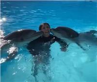 هالة صدقي تروج للسياحة من شرم الشيخ بصحبة «الدلافين»| فيديو