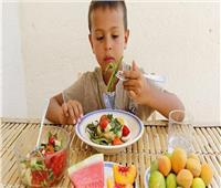 استشاري طب أطفال يكشف أفضل طرق التغذية بعد فترة الرضاعة