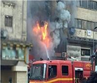 المعمل الجنائي يفحص آثار حريق نشب في محل بالعمرانية