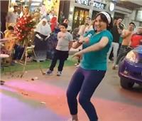 مستخدمو التواصل الاجتماعي يشتعلون غضبًا بسبب رقص فتيات في افتتاح محل | صور